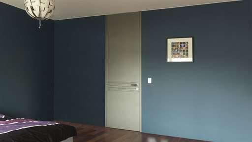 slaapkamer-hoge-binnendeur-grijs-gelakt