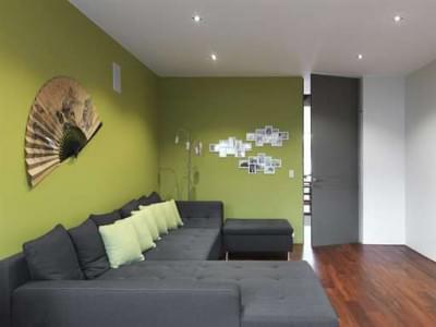woonkamer-grijs-gelakte-binnendeur