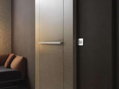 houten-deur-in-voorzetwand-Nordex