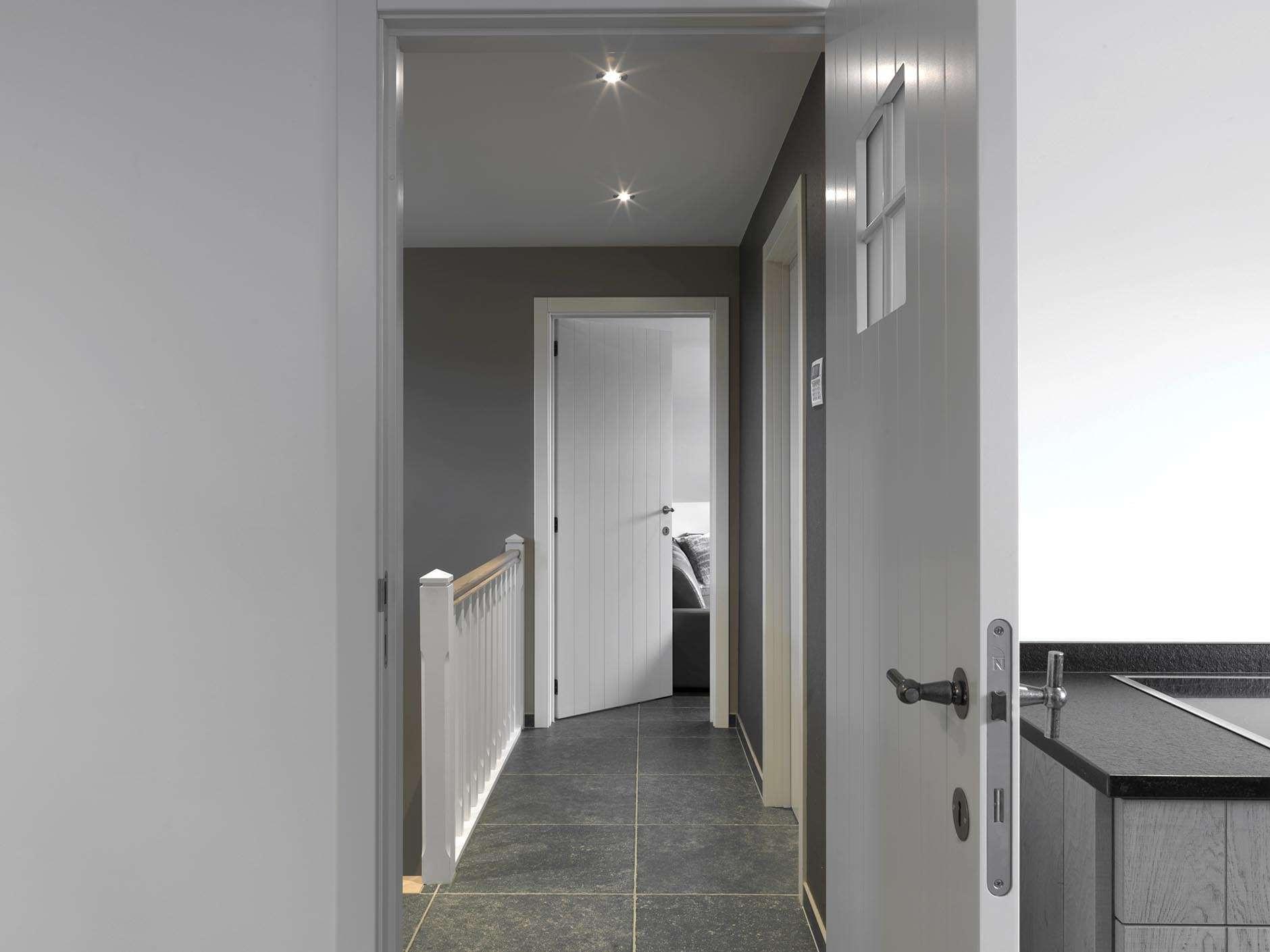Nordex-landelijk-interieur-witte-deuren