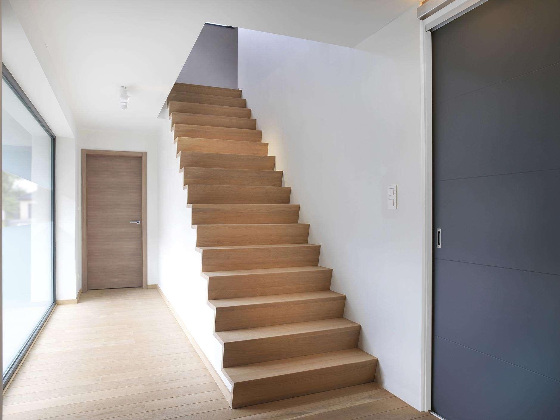 houten-trap-schuifdeur-modern