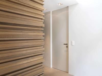 witte-deur-strak-interieur
