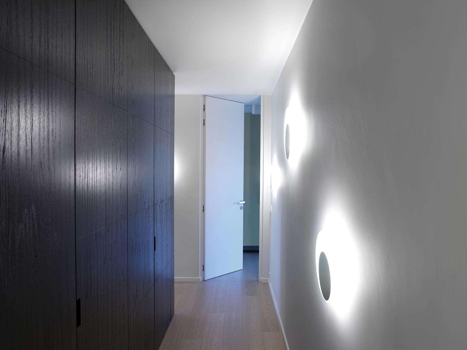 moderne-hoge-witte-deur