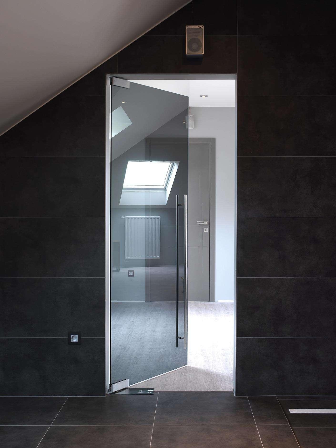 deur-vloerpomp-grijs-glas