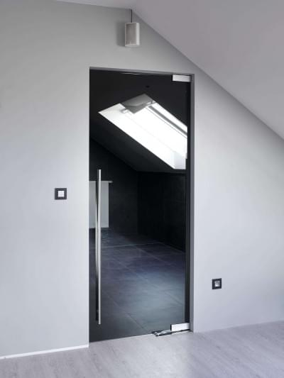 grijzen-glazen-deur-vloerveer