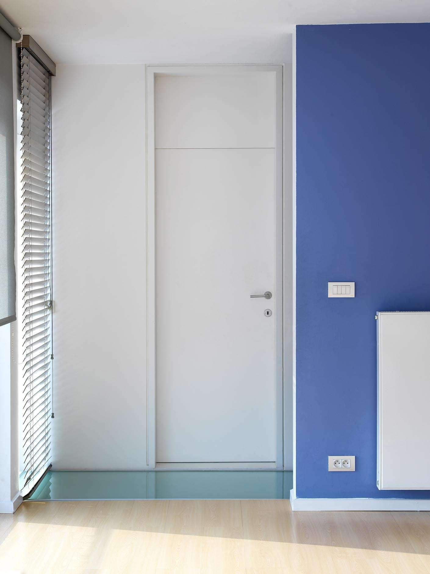 hoge-deur-blokkader-wit