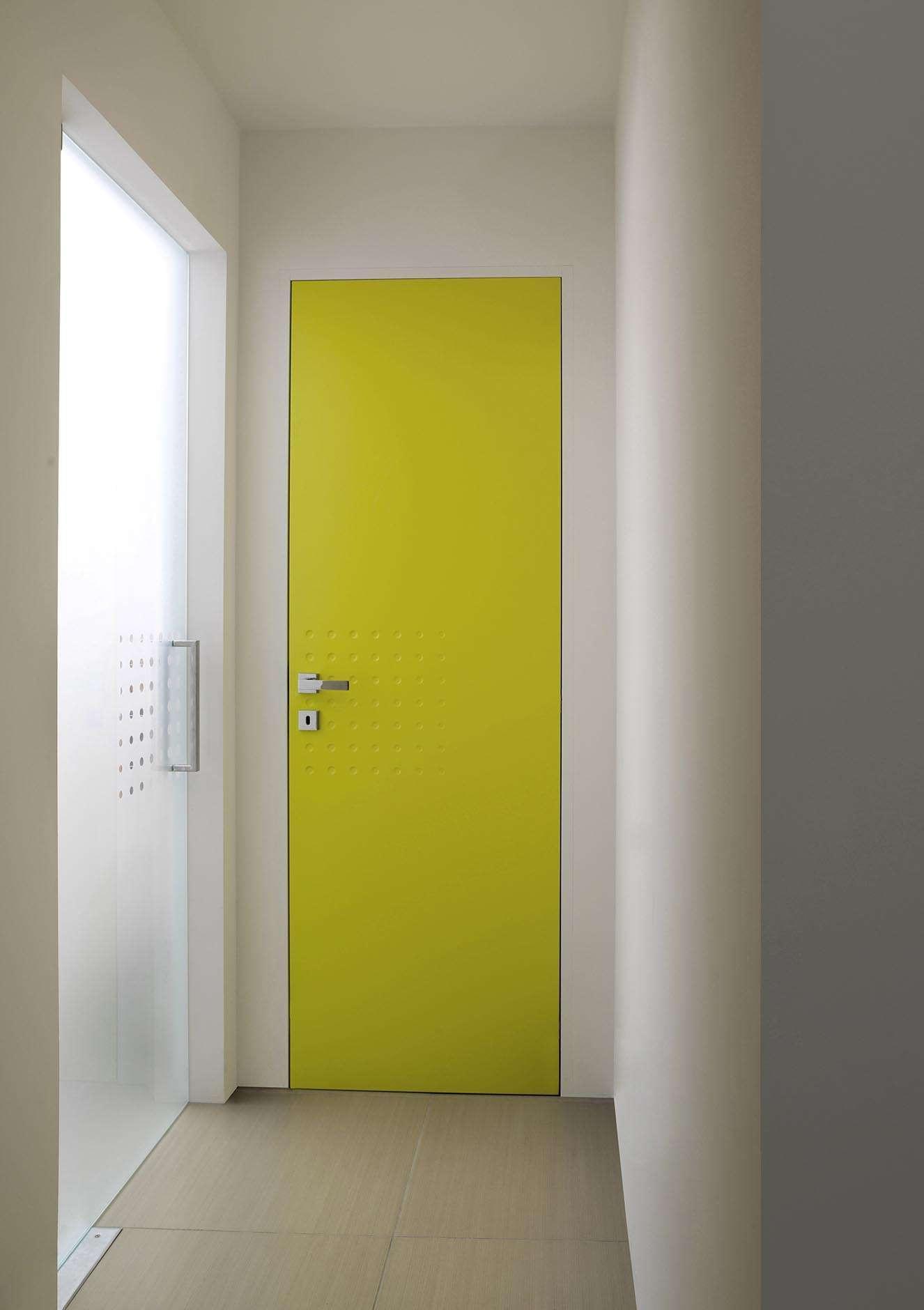 gele-binnendeur-glazen-deur-vloerpomp