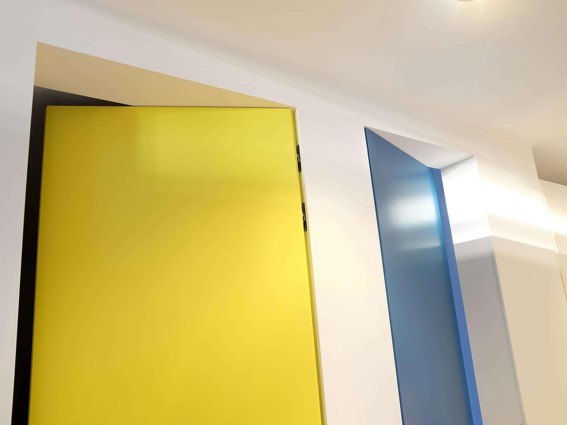 inversdraaiende-deur-kleurig