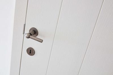 deurklink-plankendeur-wit-gelakt