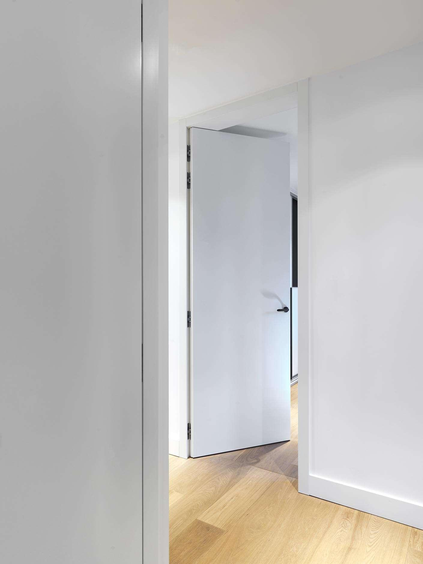 hoge-binnendeur-wit-gelakt