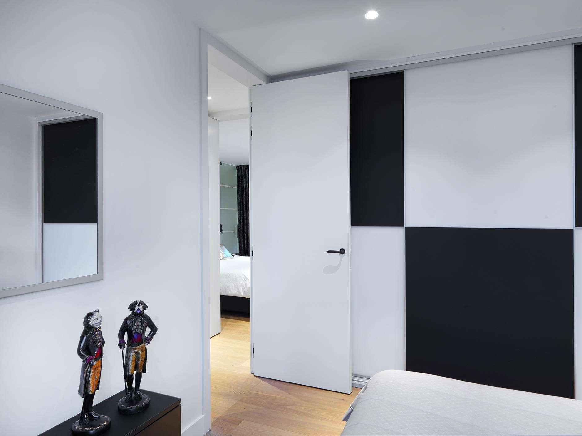 zwart-wit-interieur-binnendeur