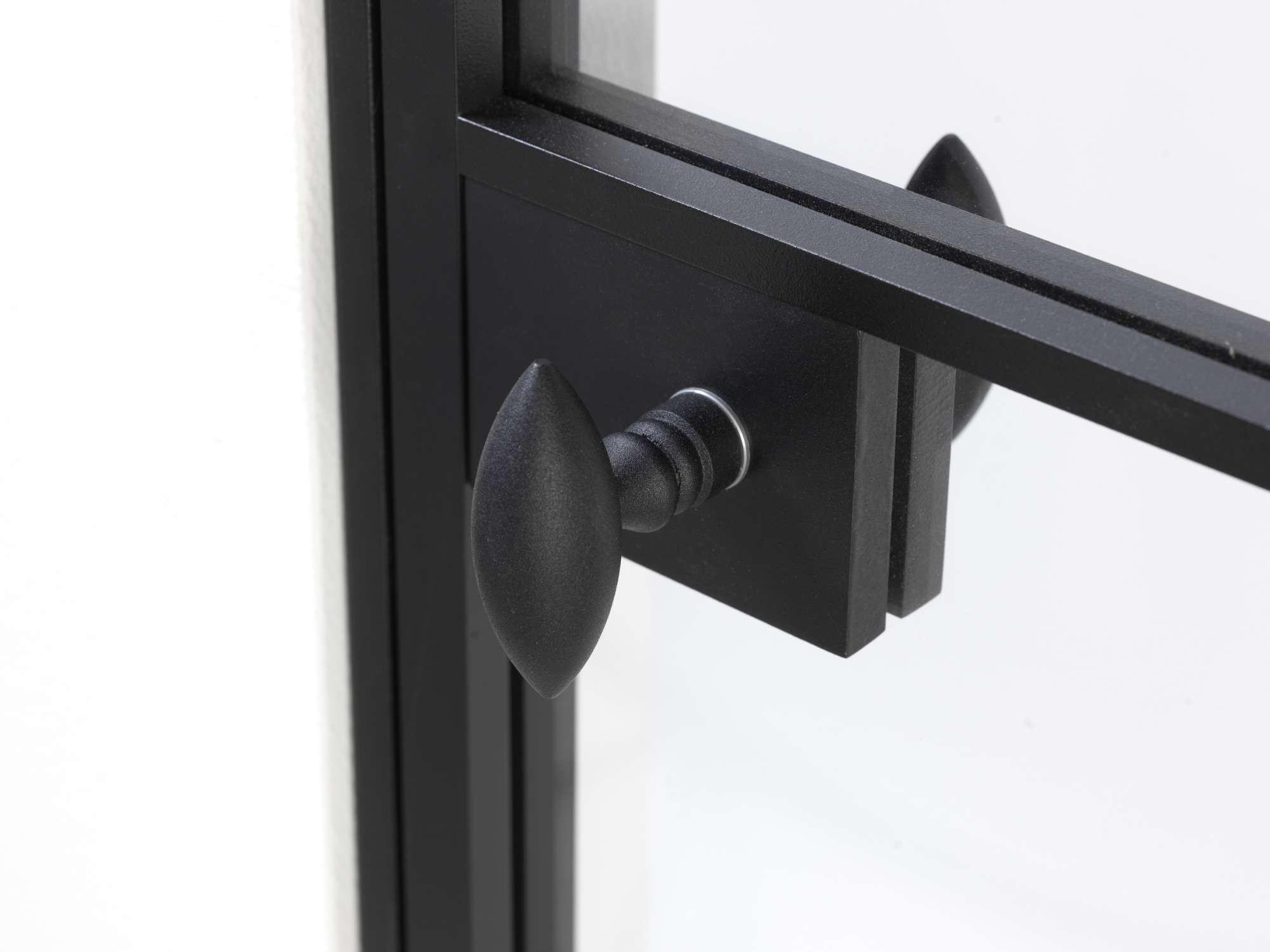 steellook-deur-zwarte-klink-eivormig