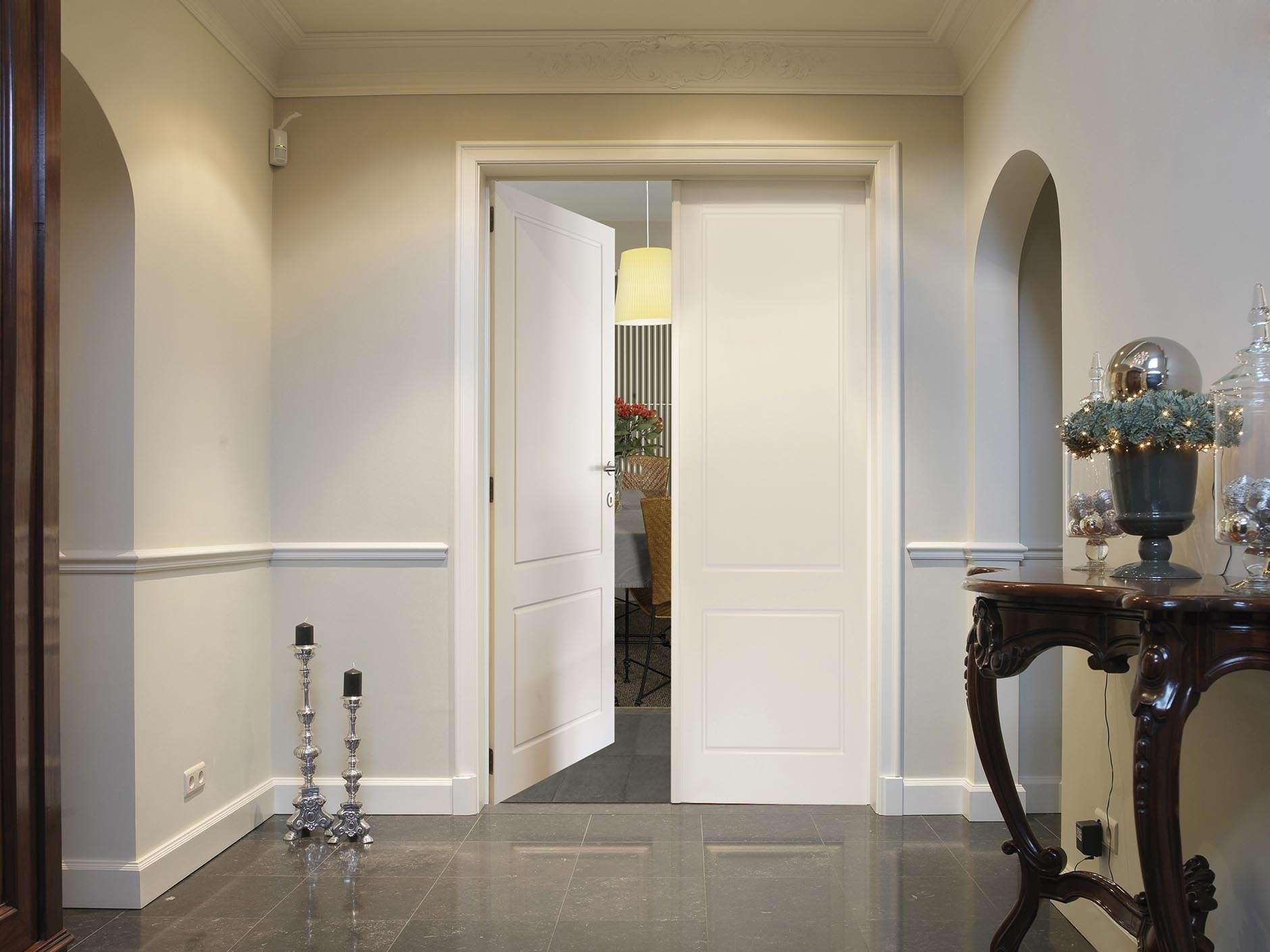 wit-gelakte-dubbele-deur-inkom