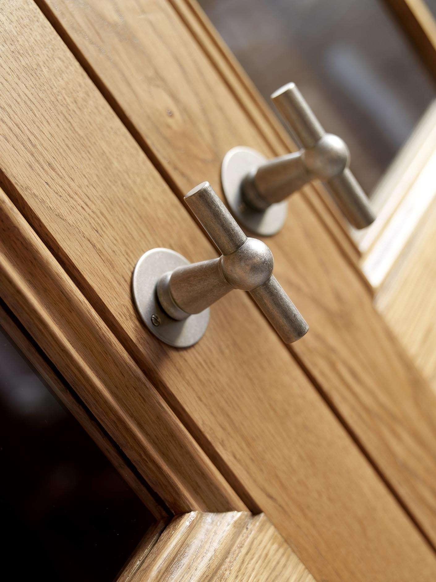 dubbele-deur-deurklink-hout