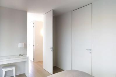 wit-gelakte-deur-plafondhoog-blokkader