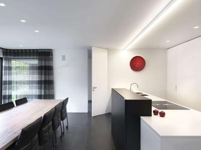 hoge-deur-keuken-design-ingewerkt