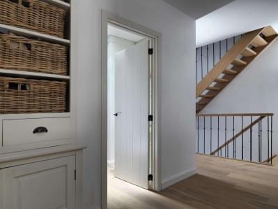 landelijk-interieur-plankendeur-wit