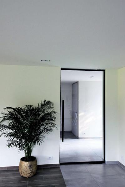 glazen-deur-zwarte-kader