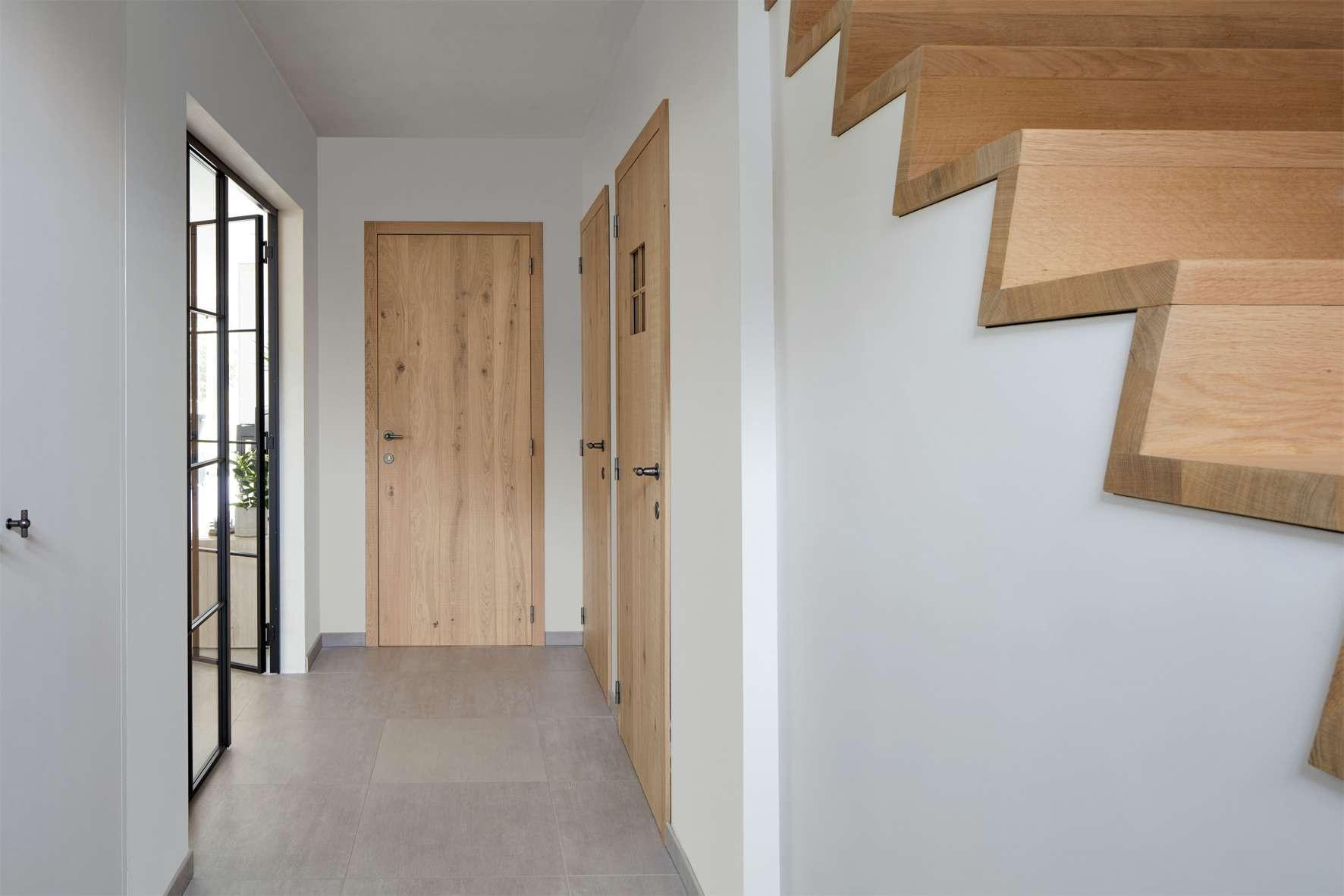 Z-trap-plankendeur-hout-steellook-binnendeuren