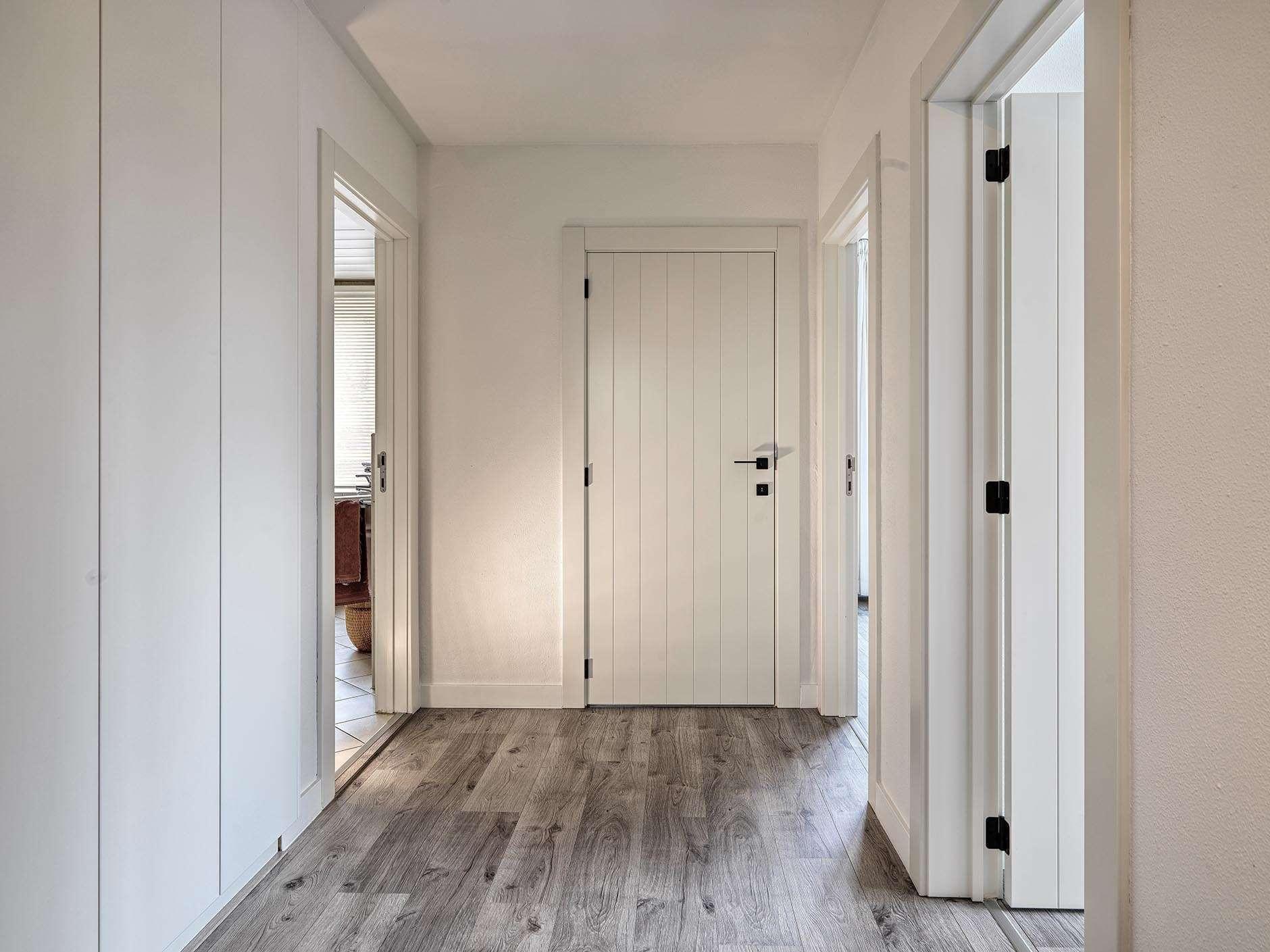 binnendeuren-wit-zwarte-klink-modern-landelijk