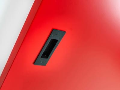 detail-zwarte-schuifdeurkom