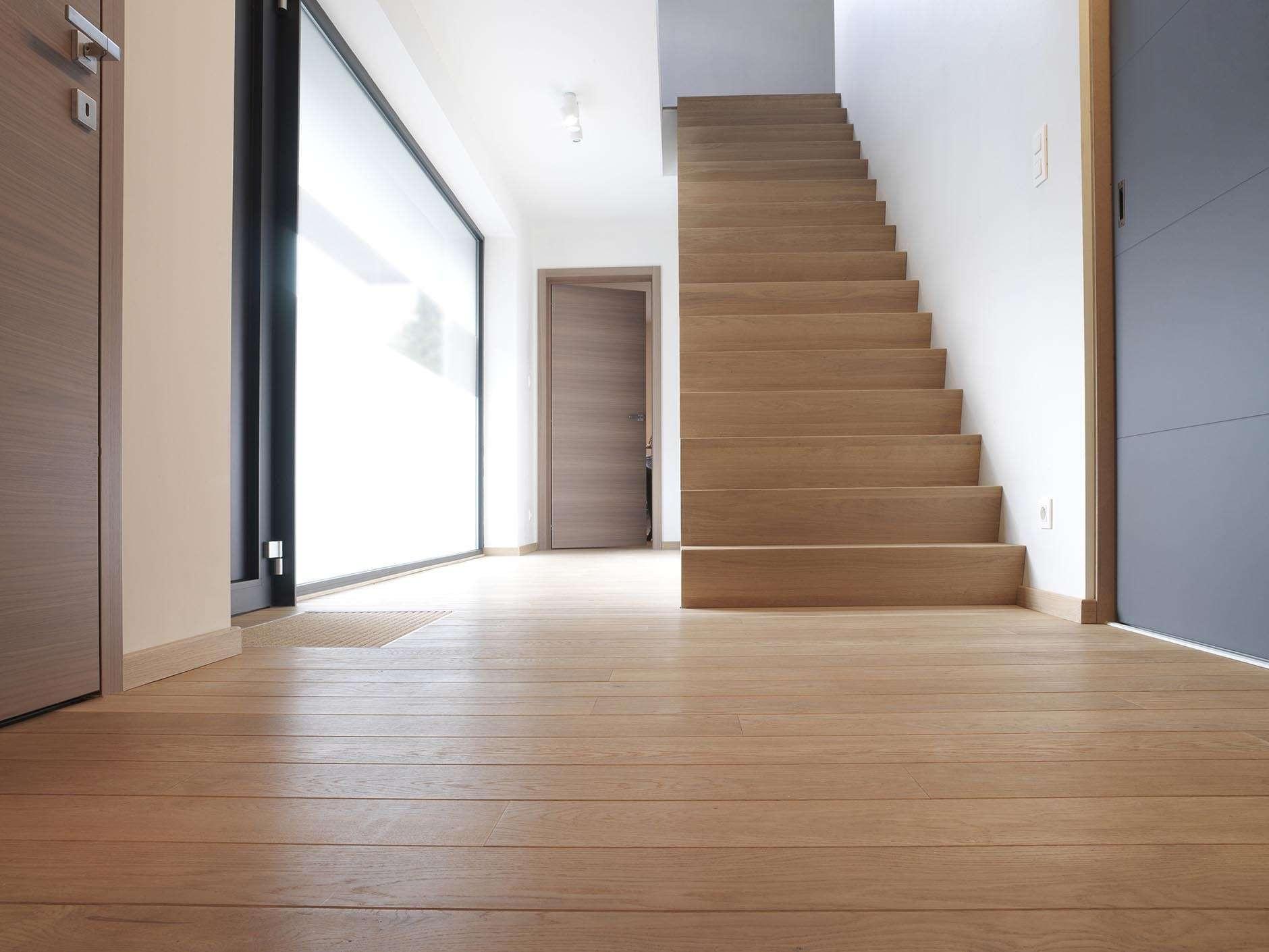 houten-Z-trap-modern-interieur