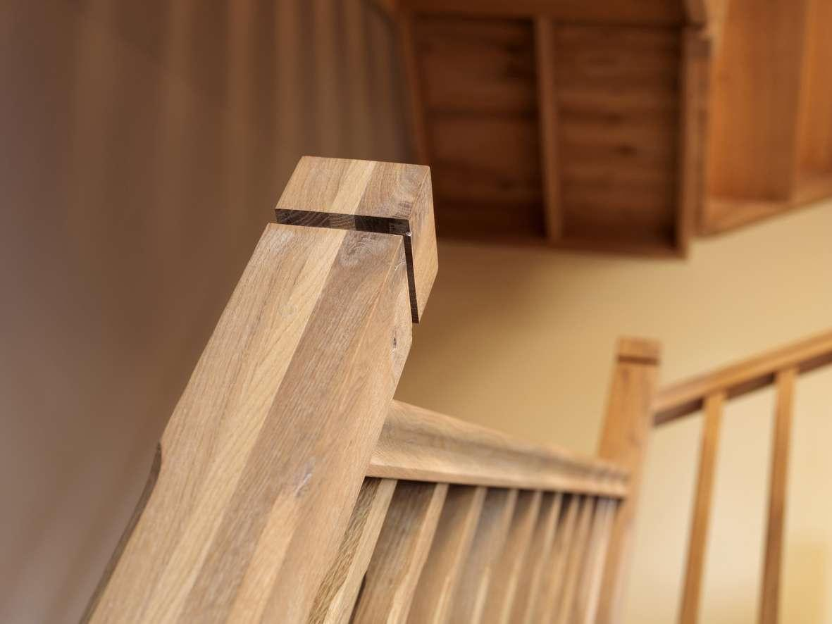 houten-trap-detail-landelijk-interieur