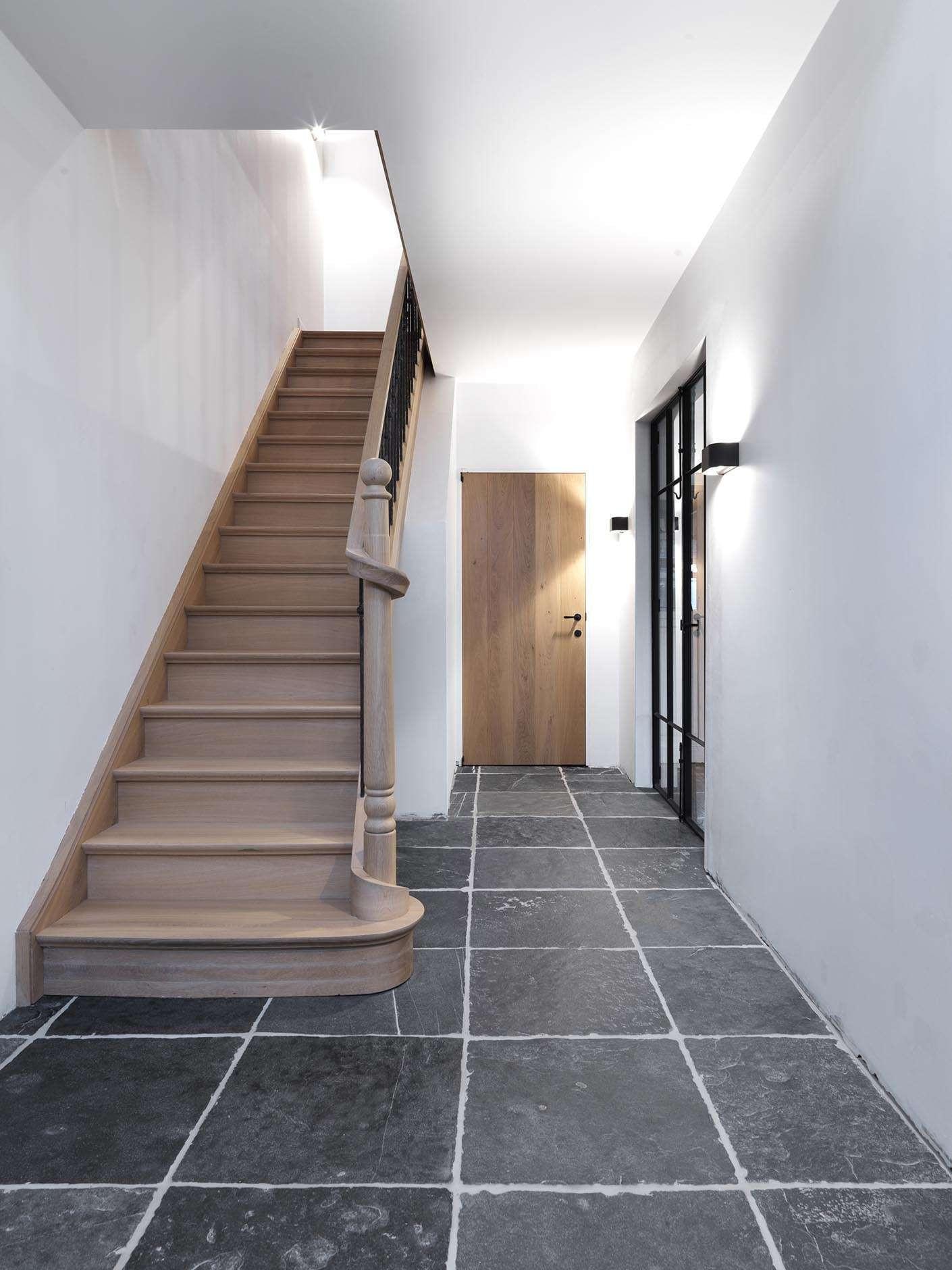 inkomhal-trap-landelijk-interieur