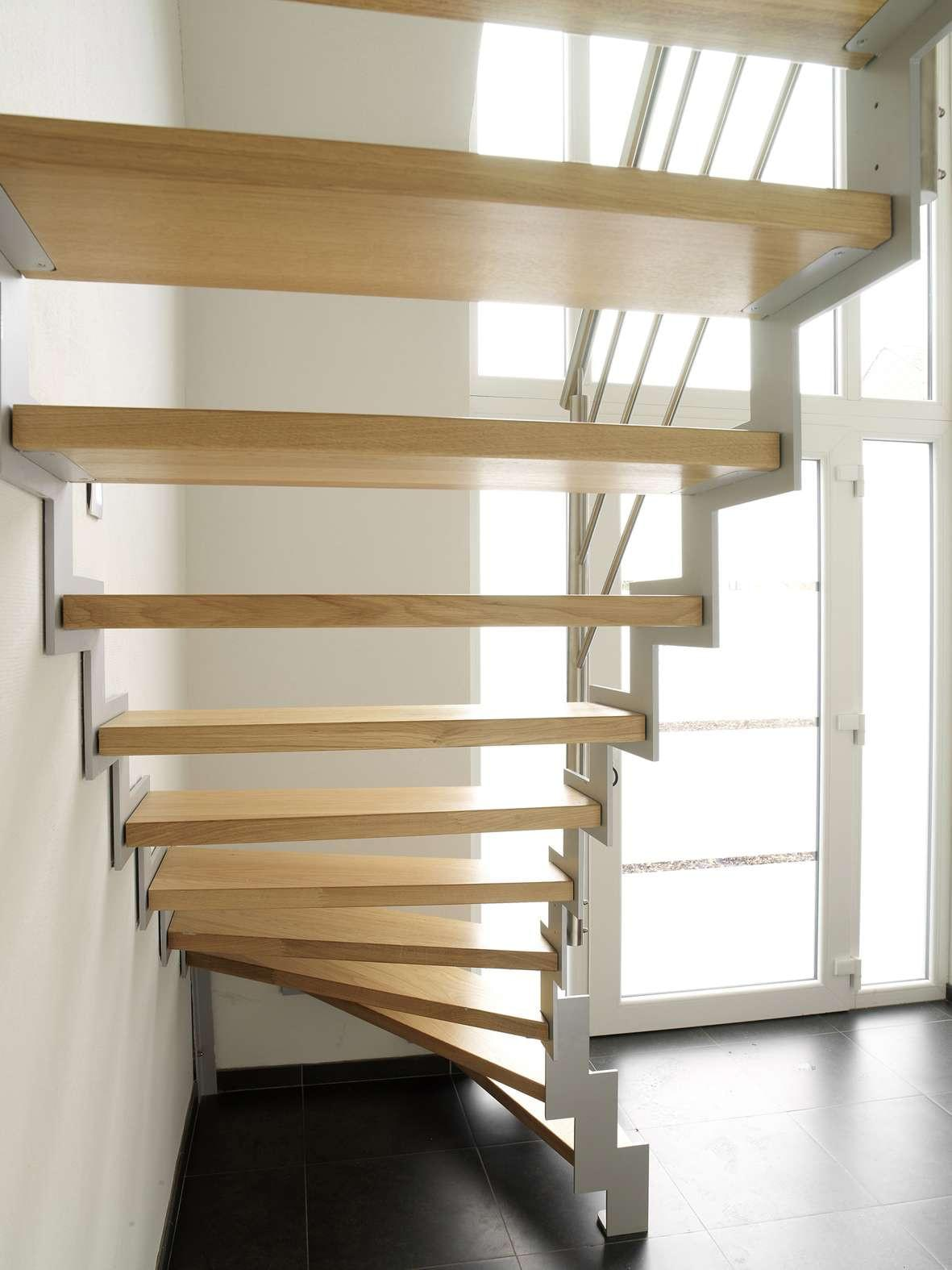 trap-hedendaags-interieur-metaal-hout