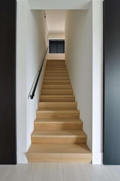 moderne-trap-tussen-muren-design