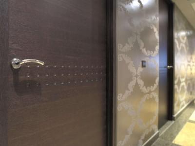 deuren-gang-donker-hout